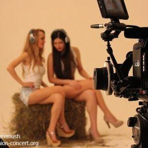 стилист-визажист на съемках клипа